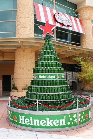 Beer bottle christmas tree 16 onasisodelmo for How to make a beer bottle christmas tree